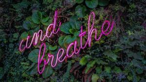 and breathe Neonschild